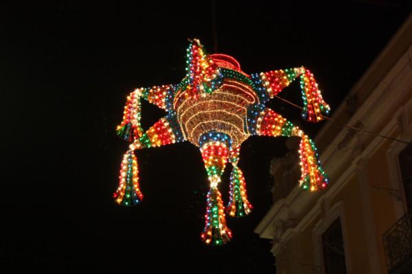 Resultado de imagen para piñatas en mexico navidad